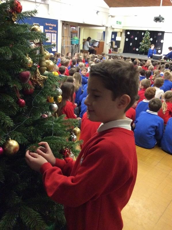 Decorating Christmas Tree (25).jpg