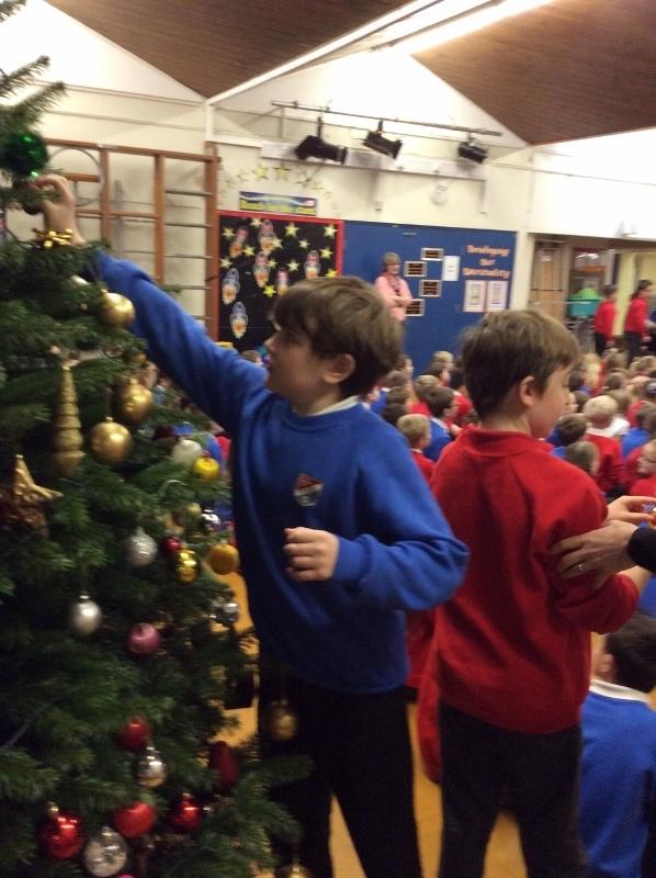 Decorating Christmas Tree (27).jpg