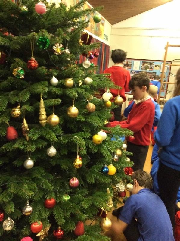 Decorating Christmas Tree (33).jpg