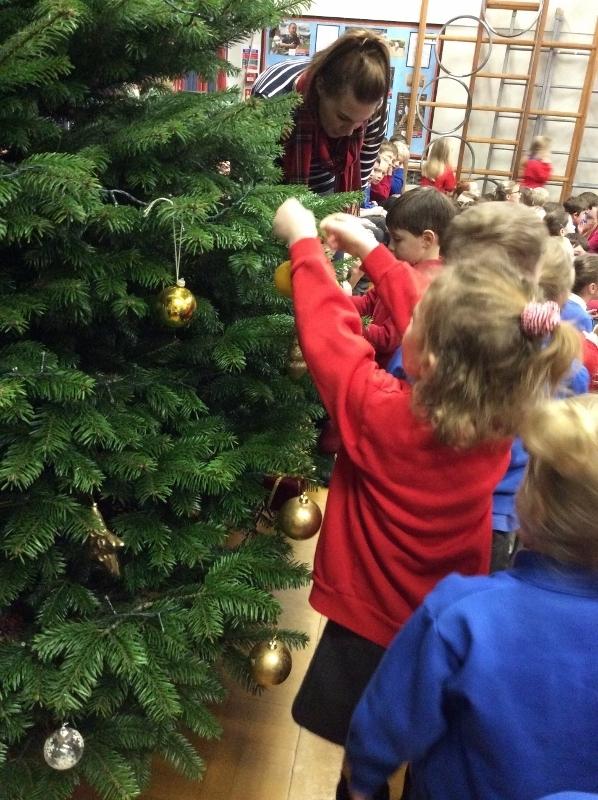 Decorating Christmas Tree (7).jpg