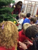 Decorating Christmas Tree (14).jpg