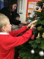 Decorating Christmas Tree (24).jpg