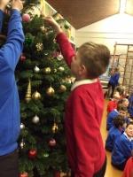 Decorating Christmas Tree (32).jpg