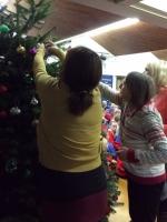 Decorating Christmas Tree (37).jpg