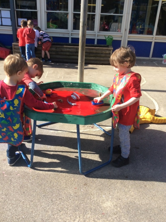 Outdoor Learning in Reception (1)