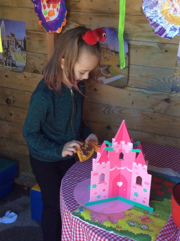 Outdoor Learning in Reception (14)